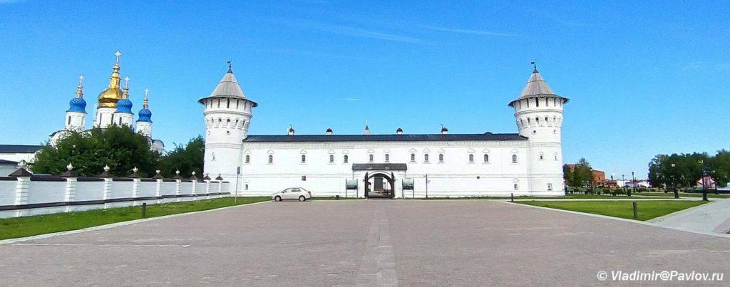 Vtorye vorota Gostinogo dvora. Ekskursionnoe obsluzhivanie v Tobolske 1024x403 - Прогулка по Тобольскому кремлю