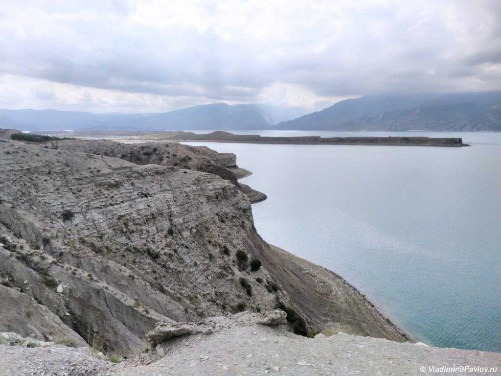 Vysokij bereg CHirkejskogo vodohranilishha. Dagestan 2 1024x768 - В Сулакский каньон. Продолжение