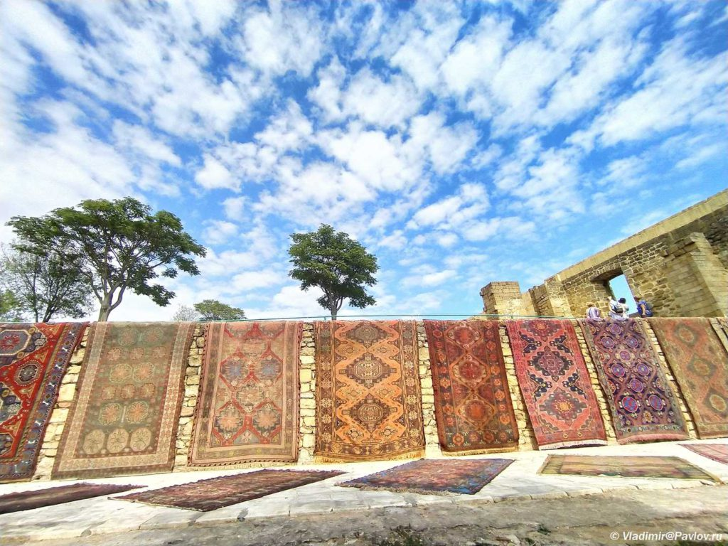 Vystavka kovrov v Derbente 1024x768 - День единства народов Дагестана. В Махачкалу