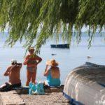 ZHivoe obshhenie na plyazhe v Ohride 150x150 - Жилье в Охриде. Охридское озеро, пляжи.