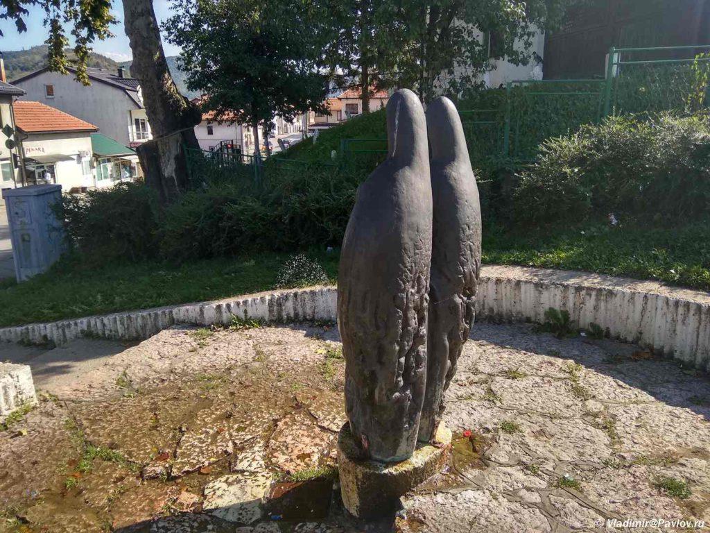 Zagadochnyj pamyatnik u Korolevskoj mecheti v Visoko. Bosniya i Gertsegovina 1024x768 - Спуск с пирамиды Солнца по другой грани