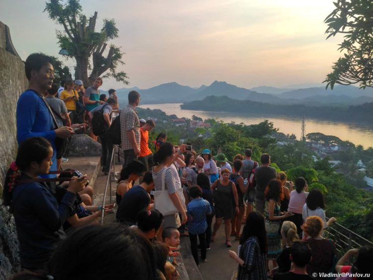 Zakat nad Mekongom. Luangprobang. Laos 750x563 - Река Меконг. Лаос. Луанг-Прабан (Луангпхабанг).