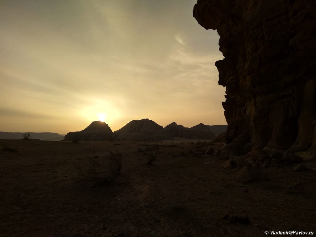Zakat v pustyne Vadi Ram. Samostoyatelnyj trekking. Iordaniya. Pustynya Vadi Ram. Wadi Rum Jordan 1 1024x768 - Где и как ночевали в пустыне Вади Рам (Wadi Rum) в палатке. Иордания.