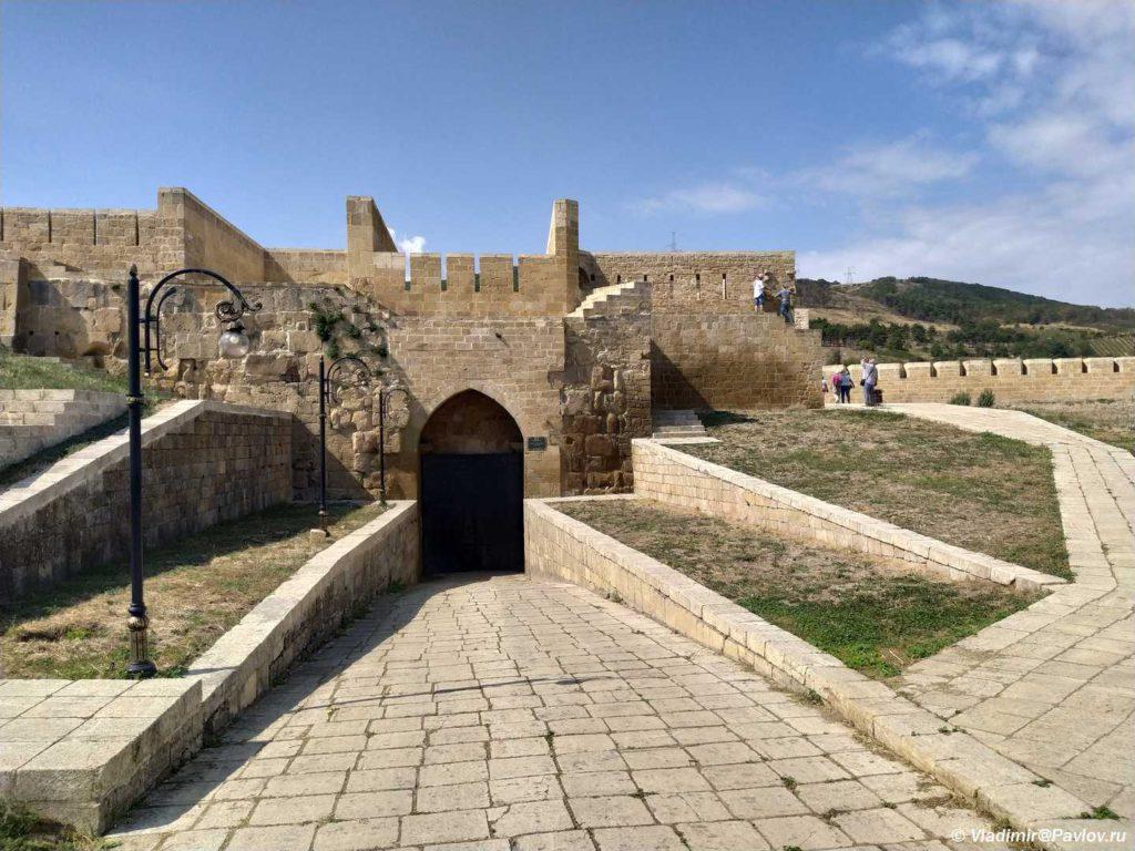 Zapadnye vorota kreposti Naryn Kala v Derbente 1024x768 - Дербентская крепость