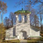 Zvonnitsa harakternaya dlya arhitektury Pskova 150x150 - Церкви и источник рядом с Изборской Крепостью